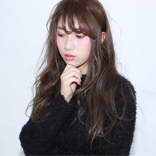 フェミニン アッシュ 外国人風 暗髪 ヘアスタイルや髪型の写真・画像