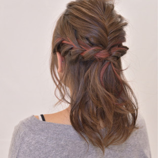 編み込み ミルクティー 結婚式 セミロング ヘアスタイルや髪型の写真・画像