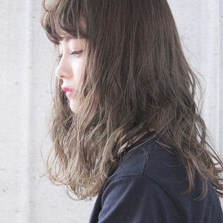 ミルクティーベージュ ミルクティーグレージュ ナチュラル ロング ヘアスタイルや髪型の写真・画像