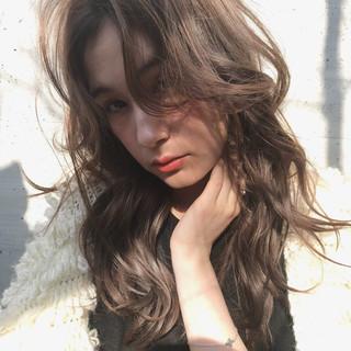 イルミナカラー ロング デジタルパーマ アンニュイほつれヘア ヘアスタイルや髪型の写真・画像