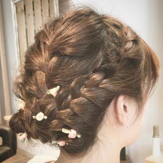 ミディアム 簡単ヘアアレンジ エレガント 結婚式 ヘアスタイルや髪型の写真・画像