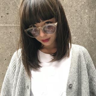 アッシュ ストリート グレージュ ミディアム ヘアスタイルや髪型の写真・画像