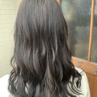 オリーブグレージュ グレージュ セミロング イルミナカラー ヘアスタイルや髪型の写真・画像