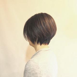 ショート シルバーグレイ ボーイッシュ シンプル ヘアスタイルや髪型の写真・画像