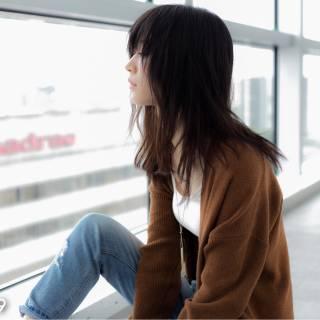 セミロング フェミニン 黒髪 モード ヘアスタイルや髪型の写真・画像