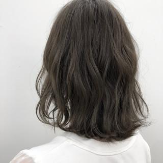 デート ボブ グレージュ オフィス ヘアスタイルや髪型の写真・画像
