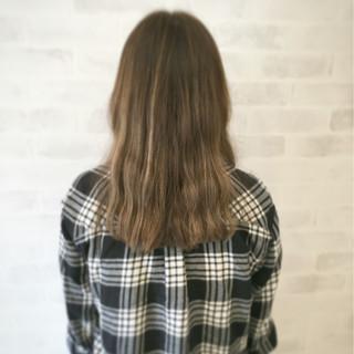 ハイライト 外国人風 グラデーションカラー セミロング ヘアスタイルや髪型の写真・画像