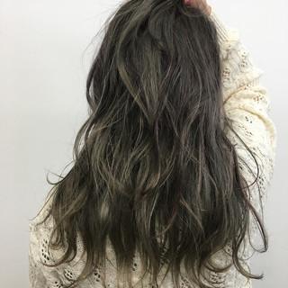 外国人風 グレージュ アッシュ セミロング ヘアスタイルや髪型の写真・画像
