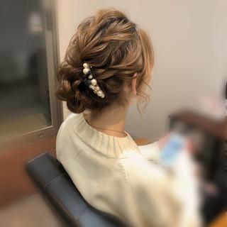 ねじり アップ ヘアセット フェミニン ヘアスタイルや髪型の写真・画像