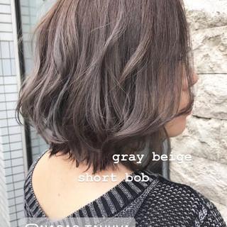 ショートボブ ミニボブ ミルクティーグレージュ ボブ ヘアスタイルや髪型の写真・画像