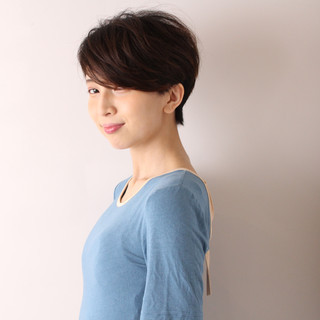 ショートヘア ナチュラル ショートボブ ハンサムショート ヘアスタイルや髪型の写真・画像