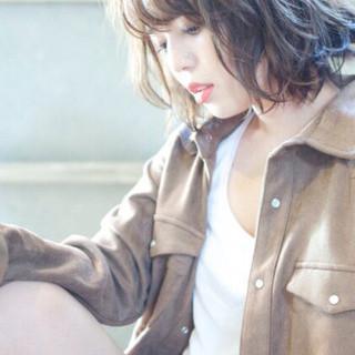 パーマ ミディアム アッシュ ゆるふわ ヘアスタイルや髪型の写真・画像