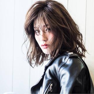 ジェンダーレス 外国人風 ウェットヘア アッシュ ヘアスタイルや髪型の写真・画像