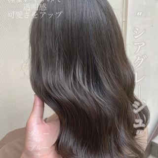 ミディアム アッシュ グレージュ ネイビーブルー ヘアスタイルや髪型の写真・画像