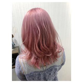 ピンクアッシュ デート フェミニン アッシュ ヘアスタイルや髪型の写真・画像