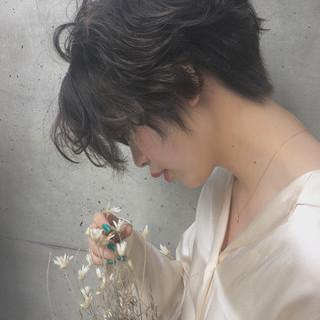 フリンジバング 前髪あり パーマ ナチュラル ヘアスタイルや髪型の写真・画像