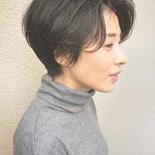 ショート ナチュラル センターパート 黒髪 ヘアスタイルや髪型の写真・画像