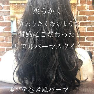 ゆるふわパーマ アンニュイほつれヘア パーマ ロング ヘアスタイルや髪型の写真・画像