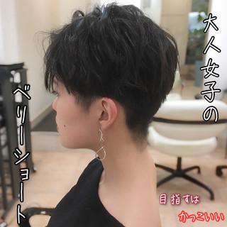 ショート エレガント 刈り上げ ベリーショート ヘアスタイルや髪型の写真・画像