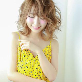 外国人風 大人かわいい ミディアム ガーリー ヘアスタイルや髪型の写真・画像