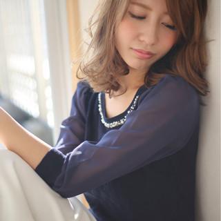 アッシュ ミディアム ゆるふわ 大人かわいい ヘアスタイルや髪型の写真・画像
