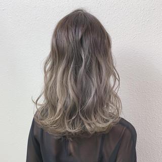 ミルクティー フェミニン バレイヤージュ ミディアム ヘアスタイルや髪型の写真・画像