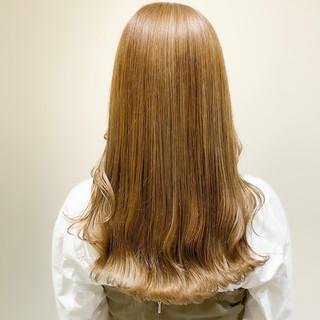 ミントアッシュ セミロング オリーブベージュ オリーブグレージュ ヘアスタイルや髪型の写真・画像