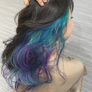 デザインカラー インナーブルー セミロング インナーカラーパープル ヘアスタイルや髪型の写真・画像