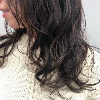 デジタルパーマ ロング ゆるふわパーマ ナチュラル ヘアスタイルや髪型の写真・画像