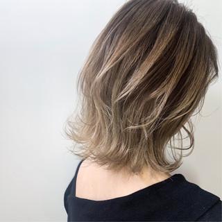 ブリーチ ミルクティーグレージュ エレガント ブラウン ヘアスタイルや髪型の写真・画像