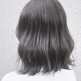 ストリート グレージュ ミディアム 暗髪 ヘアスタイルや髪型の写真・画像