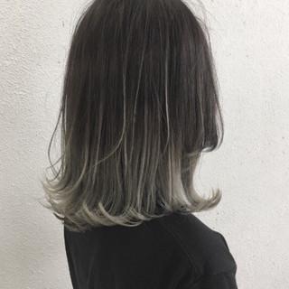 外ハネ グラデーションカラー ブリーチ ハイライト ヘアスタイルや髪型の写真・画像