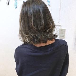 グレージュ 外国人風 バレイヤージュ ナチュラル ヘアスタイルや髪型の写真・画像