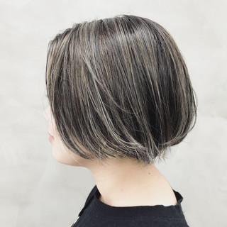 モード 3Dハイライト バレイヤージュ アンニュイほつれヘア ヘアスタイルや髪型の写真・画像