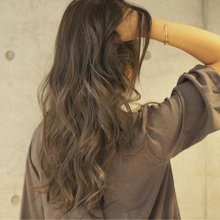 ロング グラデーションカラー アッシュ 外国人風 ヘアスタイルや髪型の写真・画像