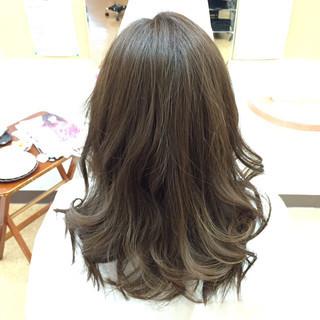 フェミニン アッシュ 大人かわいい 外国人風 ヘアスタイルや髪型の写真・画像