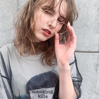 外ハネボブ グレージュ ミルクティーグレージュ ウルフカット ヘアスタイルや髪型の写真・画像