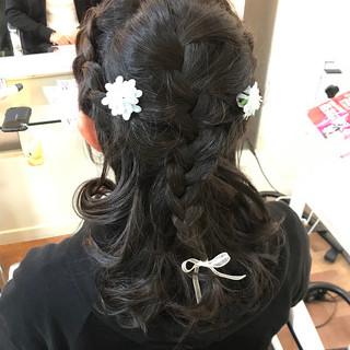 編み込み ふわふわヘアアレンジ ヘアアレンジ フェミニン ヘアスタイルや髪型の写真・画像