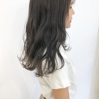 ナチュラル グレーアッシュ アッシュグレー ロング ヘアスタイルや髪型の写真・画像