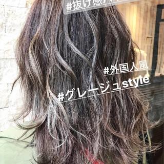 バレイヤージュ ストリート アッシュグレージュ アッシュベージュ ヘアスタイルや髪型の写真・画像