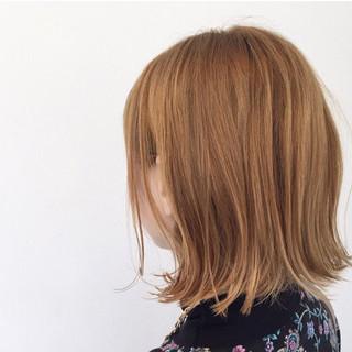 ボブ ウェットヘア ハイトーン ヌーディベージュ ヘアスタイルや髪型の写真・画像