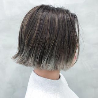 ダブルカラー モード ボブ 切りっぱなしボブ ヘアスタイルや髪型の写真・画像