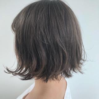 ショートボブ アッシュグレー ショートヘア フェミニン ヘアスタイルや髪型の写真・画像