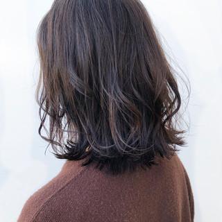 ナチュラル デート ミディアム ゆるふわパーマ ヘアスタイルや髪型の写真・画像