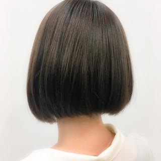 アッシュグレージュ まとまるボブ ミニボブ ナチュラル ヘアスタイルや髪型の写真・画像