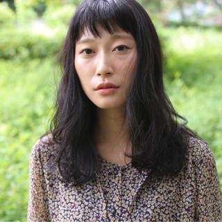 暗髪 セミロング ナチュラル 外国人風 ヘアスタイルや髪型の写真・画像