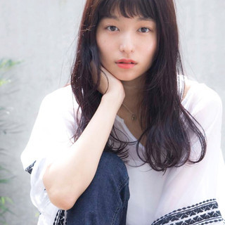 外国人風 黒髪 ロング パーマ ヘアスタイルや髪型の写真・画像