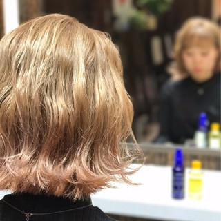 ウェーブ フェミニン 切りっぱなし ピンク ヘアスタイルや髪型の写真・画像