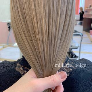 グレージュ セミロング アッシュグレージュ ミルクティーベージュ ヘアスタイルや髪型の写真・画像