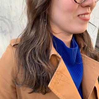 簡単ヘアアレンジ インナーカラー ナチュラル グレージュ ヘアスタイルや髪型の写真・画像